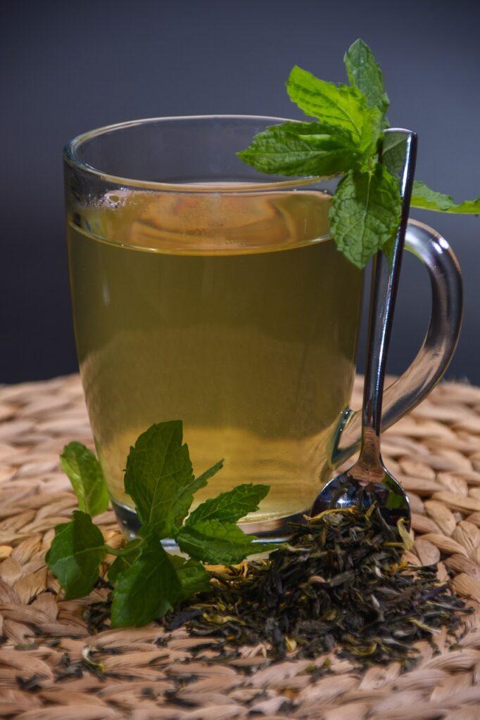 Leușteanul - plantă aromatică și terapeutică